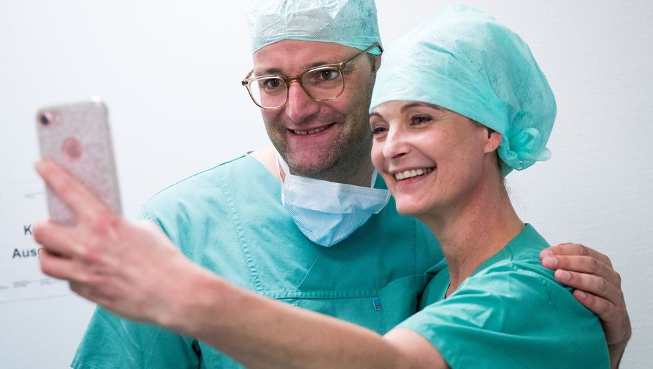 Jens Spahn bei einem Besuch in einer Hamburger Klinik