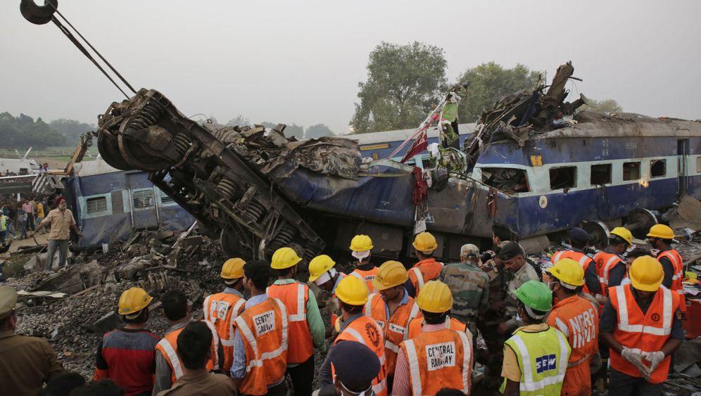 Zugunglück in Indien: Trümmer und Trauer