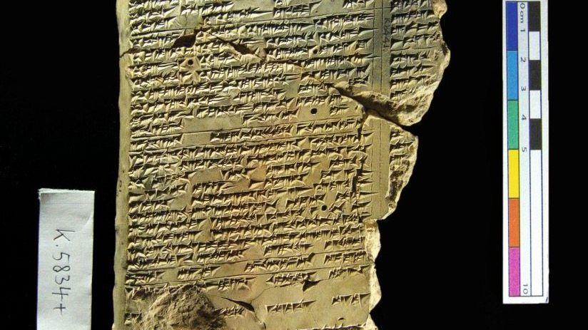 Heilkundliche Tontafel aus Assyrien (650 v. Chr.) Miteinander von Ärzten und Exorzisten