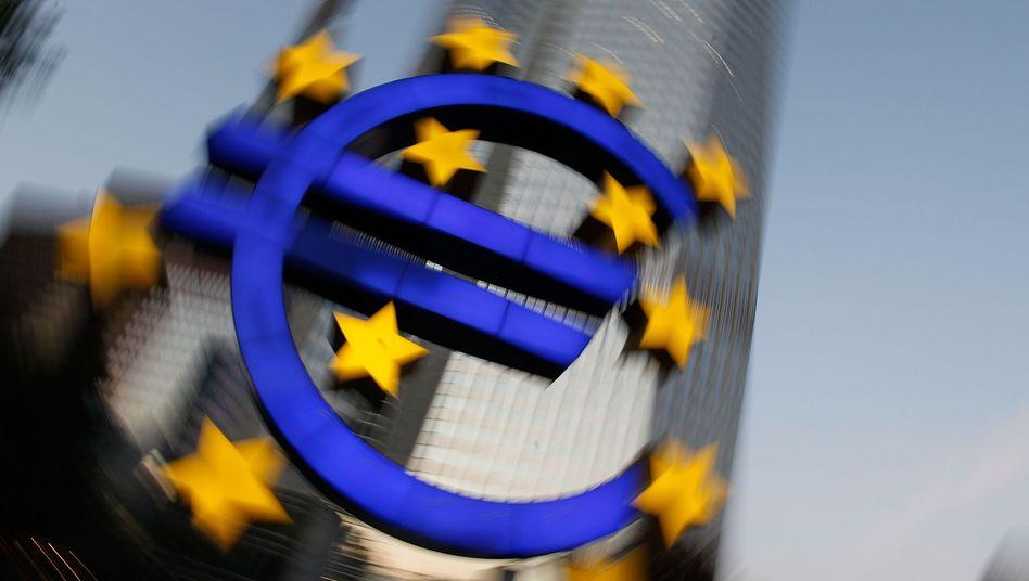 Euro-Symbol: Mehr Geld und zusätzliche Kompetenzen für den Rettungsfonds