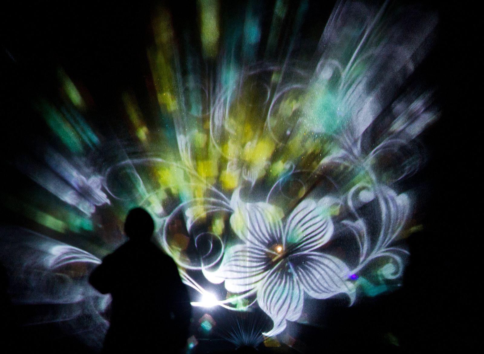 Lichtkunst in der Dunkelheit