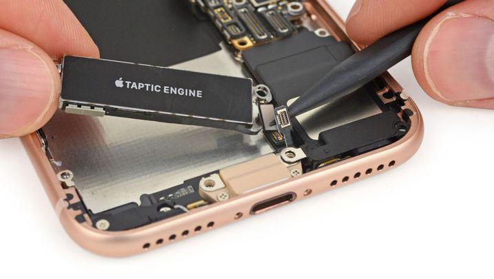 Viel Klebstoff, viele Kleinteile: iFixit zerlegt das iPhone 8