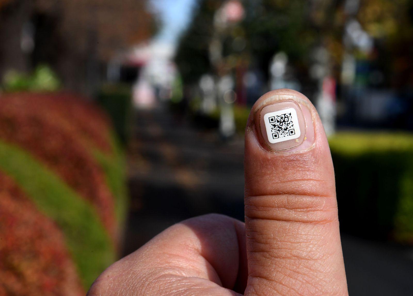 Verwirrte Demente/ Barcode/ Fingernagel/ Japan
