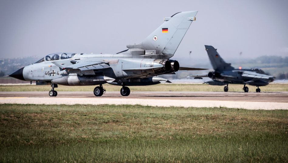 "Kampfflugzeuge vom Typ ""Tornado"""