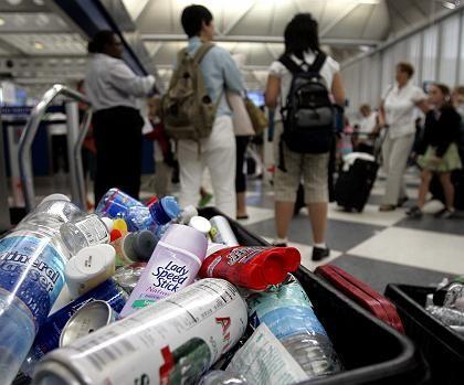 Flaschen-Abfall am O'Hare-Flughafen von Chicago nach Verschärfung der Sicherheitsbestimmungen: Angst vor Anschlägen