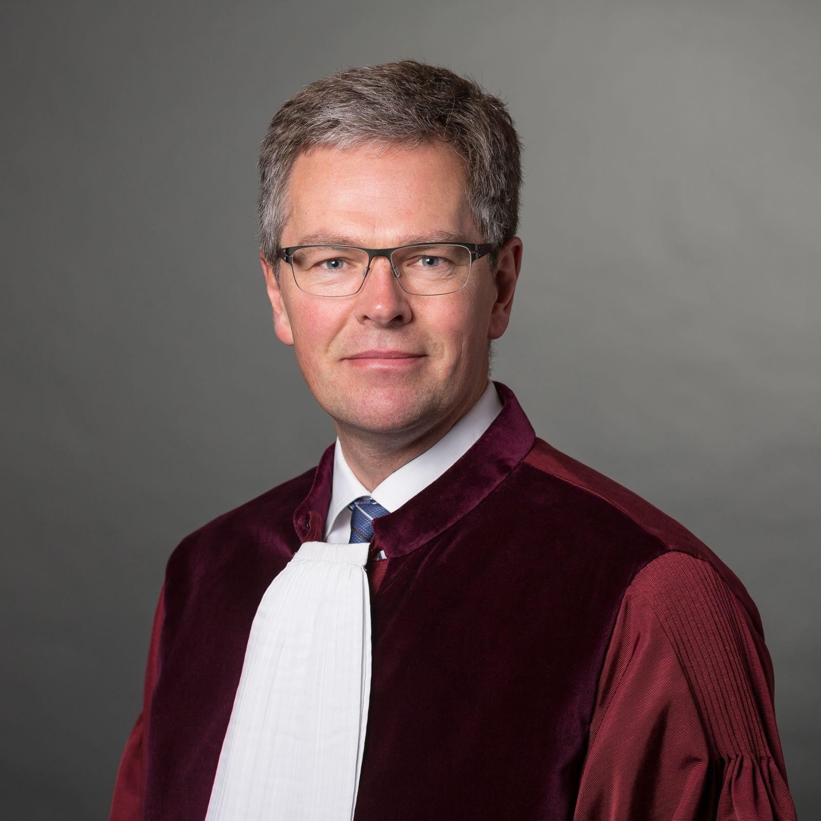 EINMALIGE VERWENDUNG Henrik Saugmandsgaard Øe