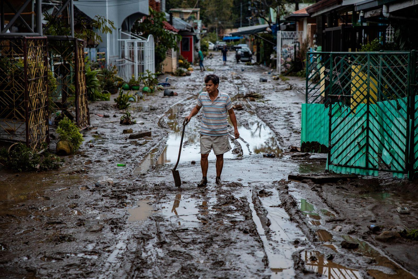 BESTPIX - Typhoon Goni Barrells Across The Philippines