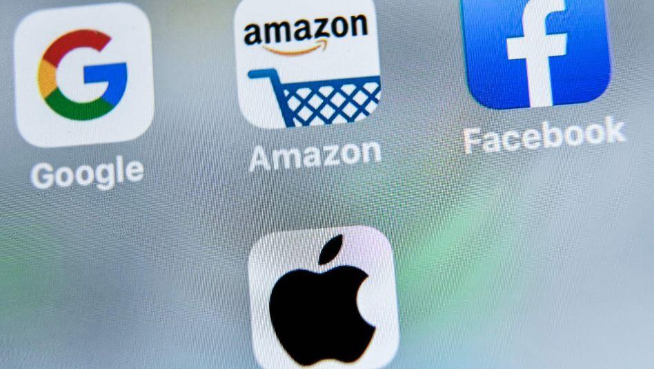 Die Logos des US-Techkonzerne Google, Amazon, Facebook und Apple auf einem Tablet-Display