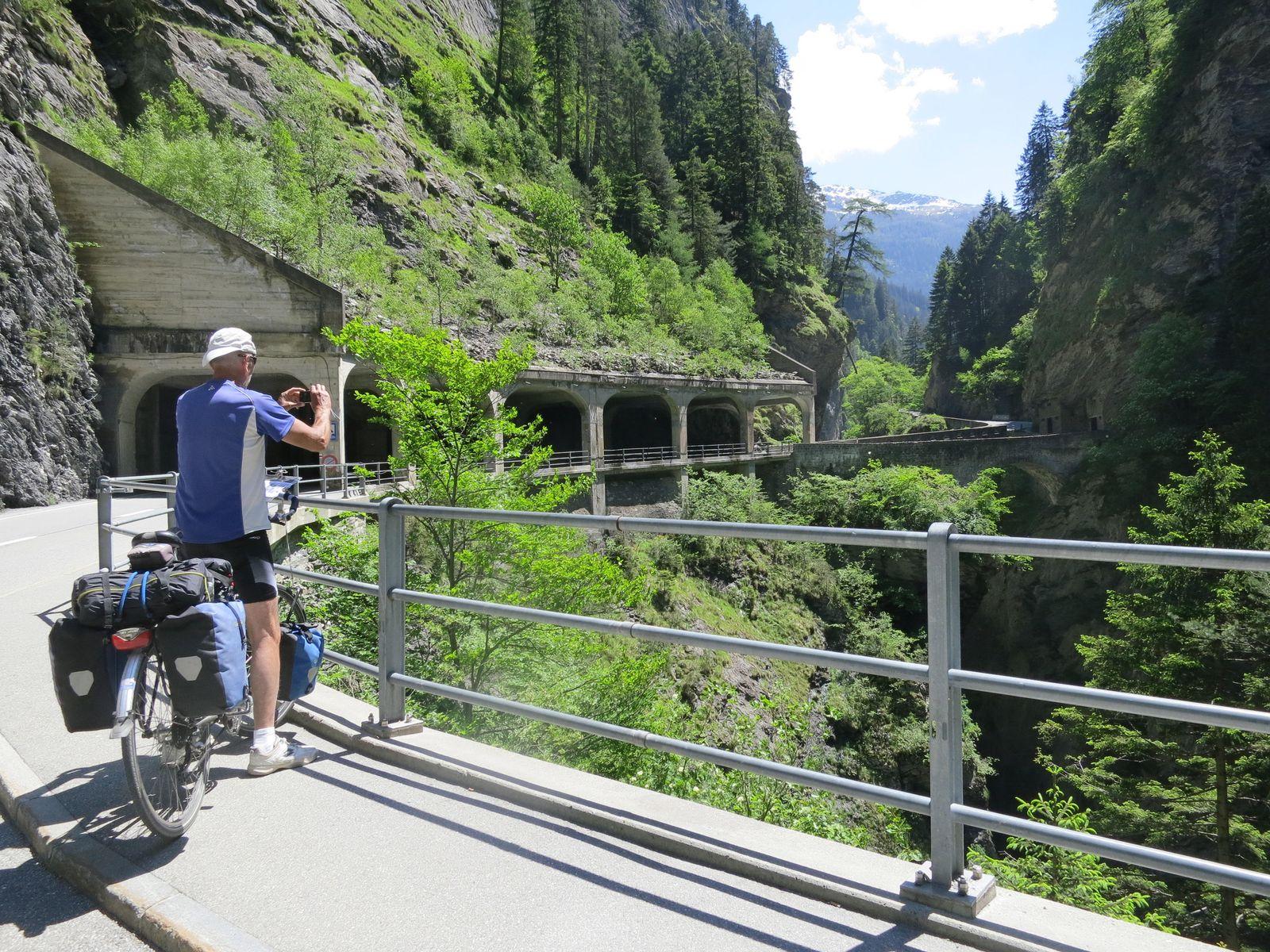 EINMALIGE VERWENDUNG Tourenrad / Alpen