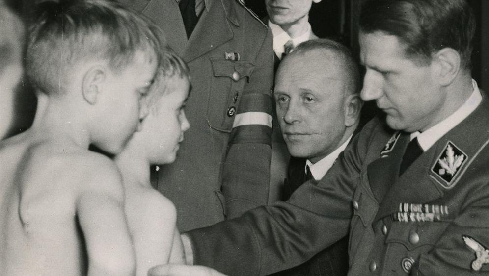 Rätselhaftes Ende: Nazi-Arzt im falschen Grab