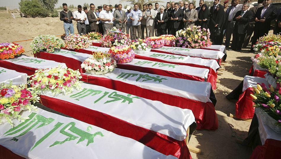 Zeremonie für Tote aus irakischem Massengrab: Mehr als tausend Leichen geborgen