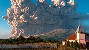 Aschewolke steigt 5000 Meter in den Himmel