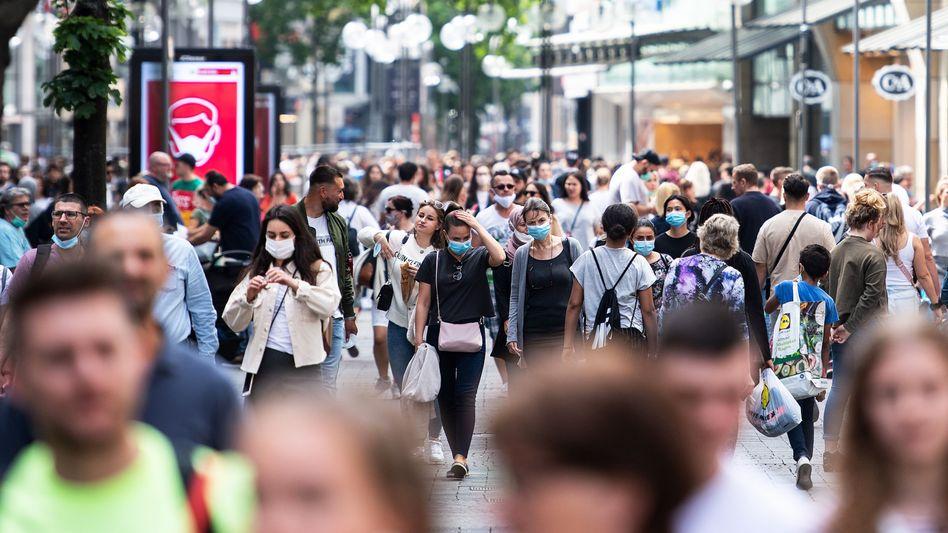 Fußgängerzone in Köln: In Nordrhein-Westfalen lebten im vergangenen Jahr 22.000 Menschen weniger als noch 2019