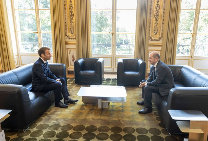 Excellent relations: Chancellor candidate Olaf Scholz of the Social Democrats during a visit with French President Emmanuel Macron in Paris this month