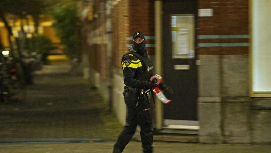 Polizist beim Einsatz in Rotterdam