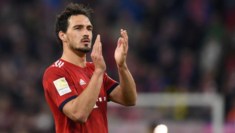Bayern Münchens Mats Hummels feiert den 5:0-Sieg über Borussia Dortmund