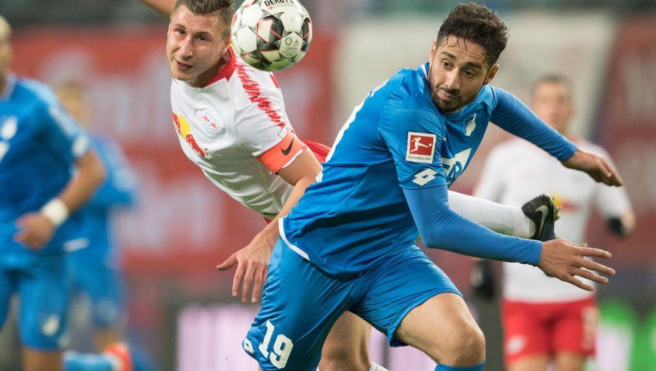 Hoffenheims Ishak Belfodil (r.), Leipzigs Torschütze Willi Orban