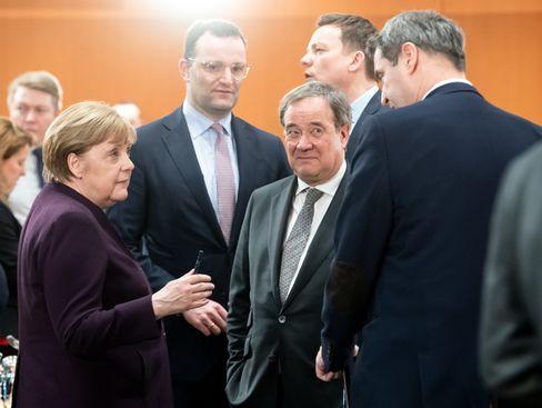 """Merkel, Spahn, Laschet, Söder (bei einem Treffen Mitte März): """"Alle gemeinsam"""""""