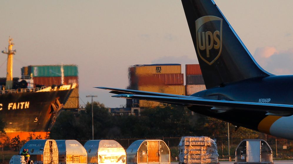 Photo Gallery: Lax Security in the Cargo Hold