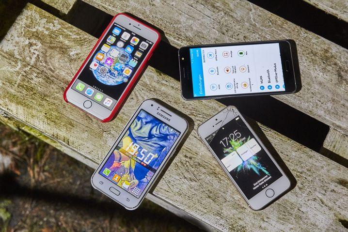 Smartphones der Jugendlichen: Im Sog von Skype und Facebook