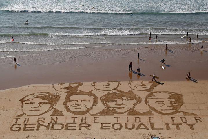 Protest-Zeichnung im Sand