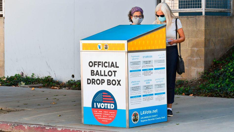 Eine offizielle Wahlurne in Kalifornien