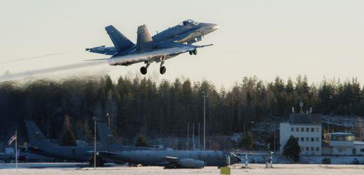 Finnland: Luftwaffe entfernt Hakenkreuze von Uniformen und Flugzeugen