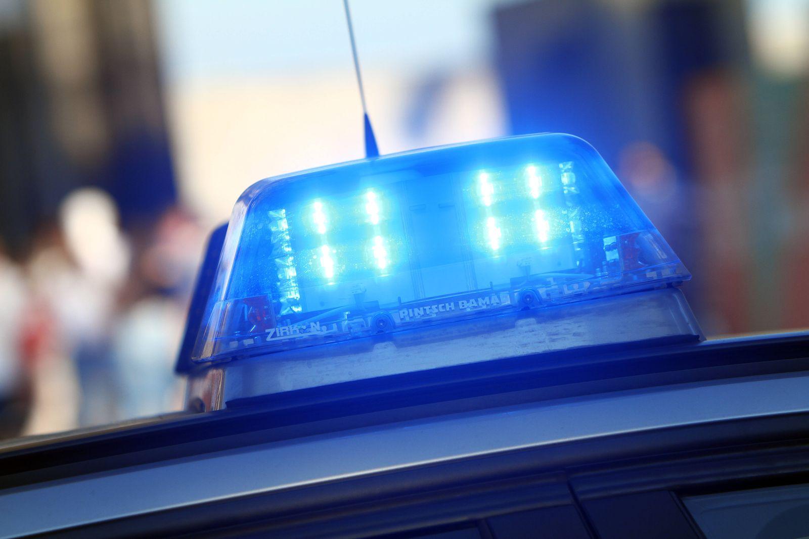 Einsatzwagen der Polizei bei einem Einsatz in der Innenstadt von Köln, Nordrhein Westfalen, Deutschland *** Police car