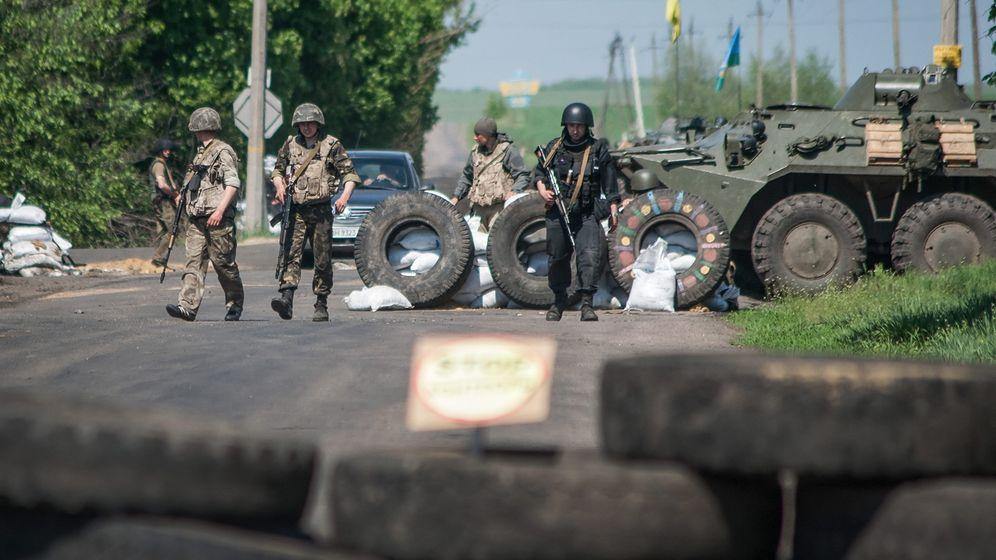 Fotostrecke: Soldaten in Slowjansk, Trauer in Odessa