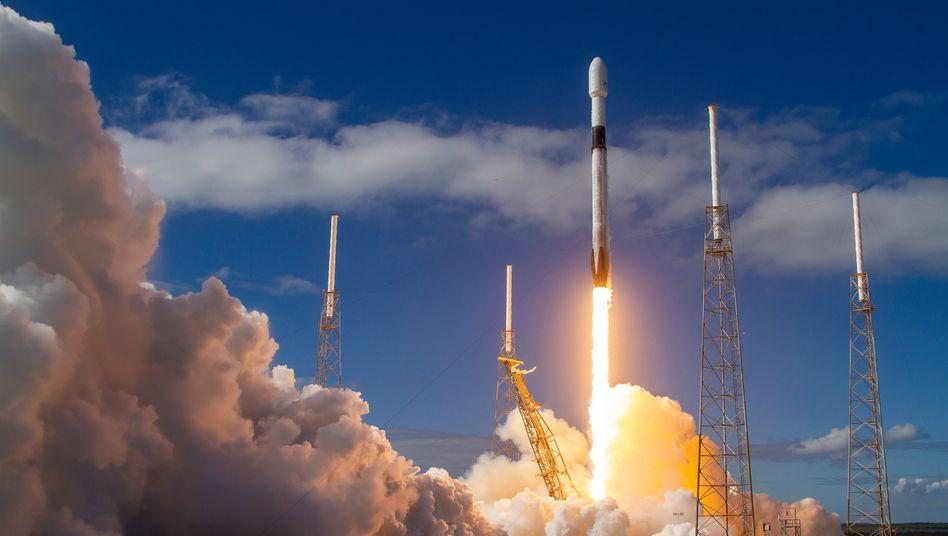 Start einer SpaceX-Rakete in Florida: Kollisionsgefahr im All?