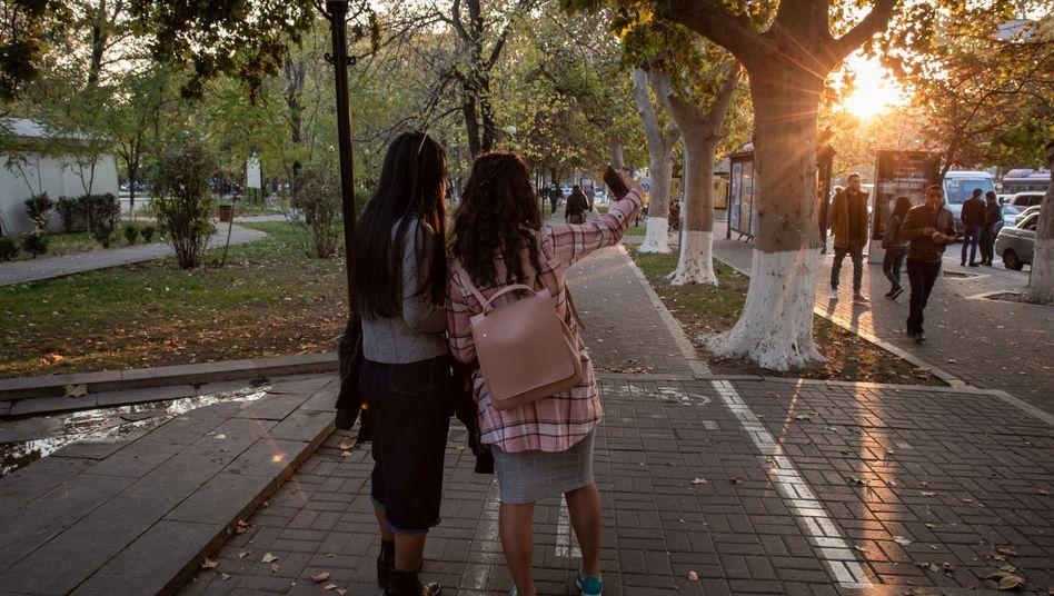 Mädchen in Armeniens Hauptstadt Eriwan: In vielen Familien zählen Töchter weniger als Söhne