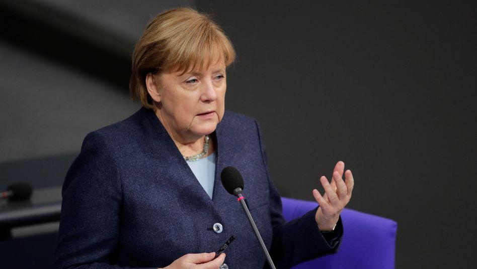 Regierungsbefragung im Bundestag: Angela Merkel beantwortet Fragen zum Corona-Kurs der Regierung