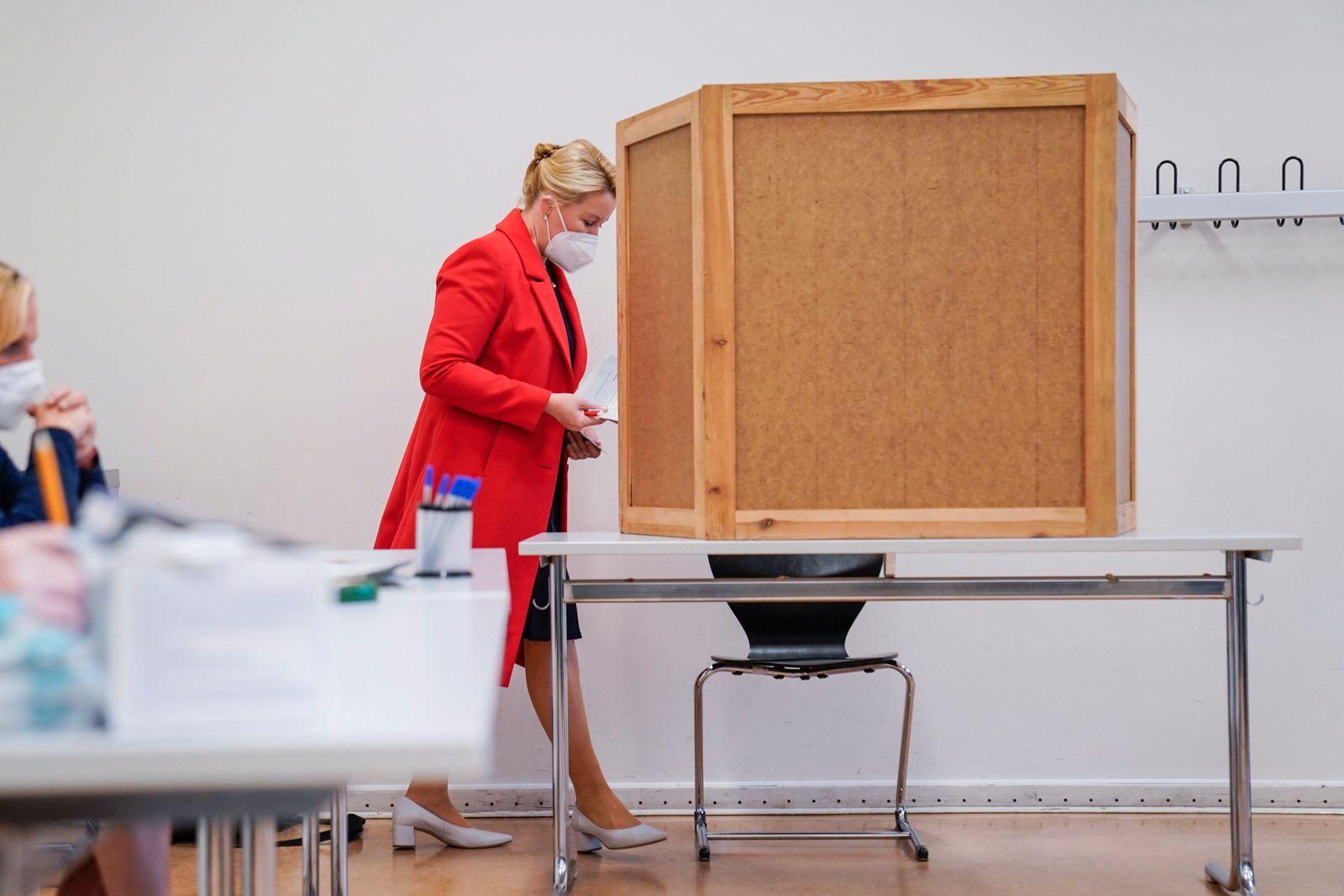 Franziska Giffey Spitzenkandidatin der SPD Berlin bei ihrer Stimmabgabe zur Abgeordnetenhauswahl