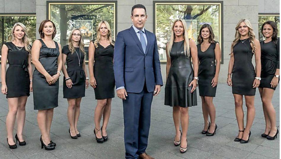 David Patrick Kundler und seine Mitarbeiterinnen