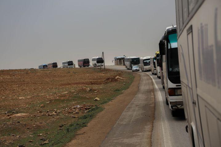 Nächstes Ziel: Idlib - eine Buskolonne nach Idlib