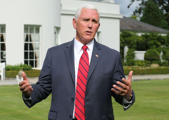 Er will nichts sagen, nichts wissen: Pence am Weißen Haus