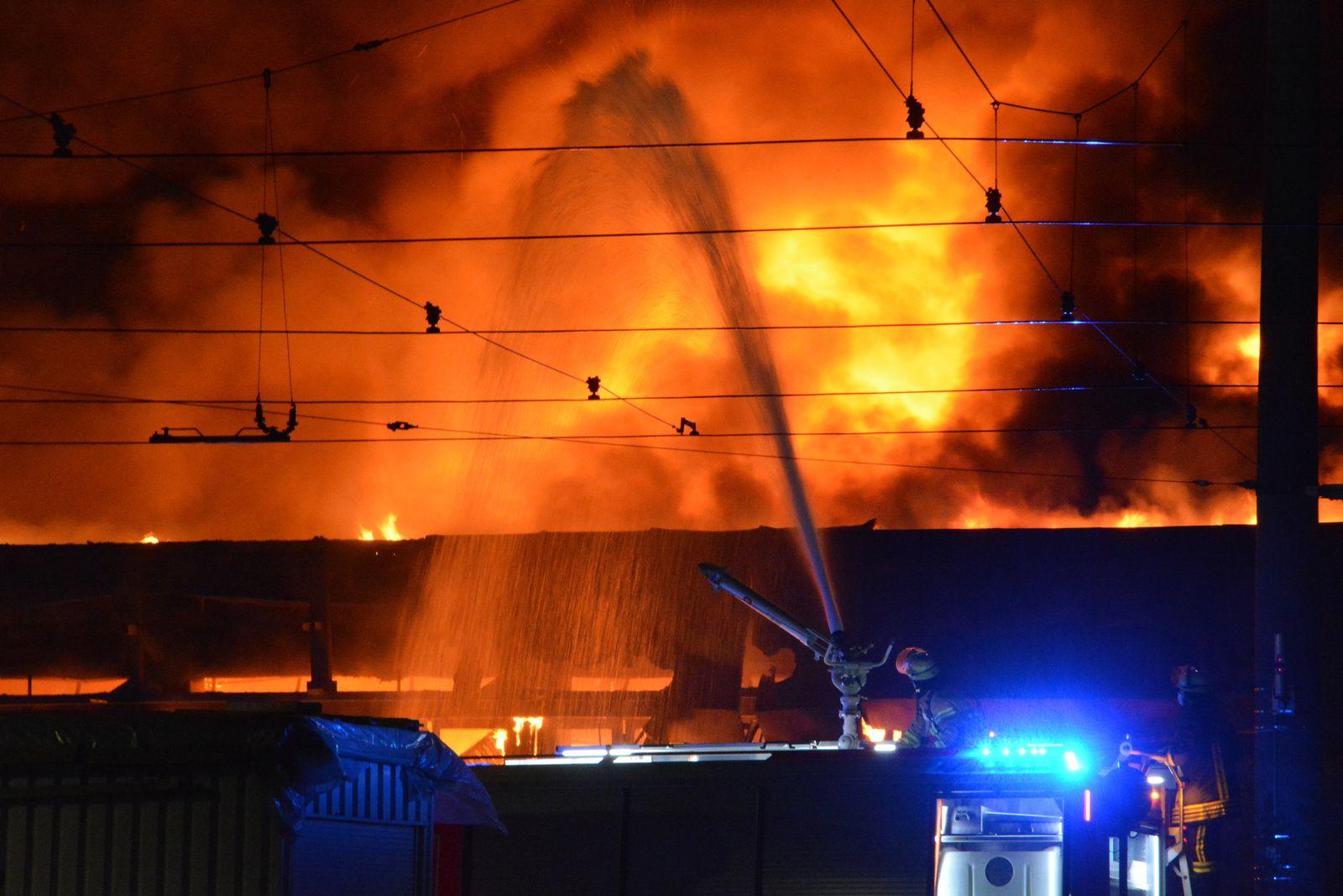 Großbrand zerstört 40 Linienbusse