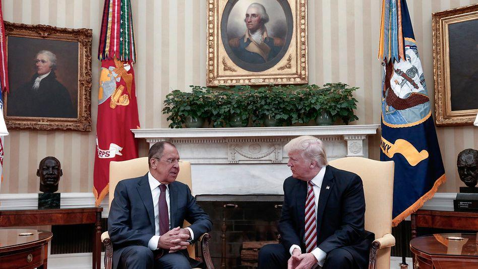 Ein Foto sorgt für Ärger: Sergej Lawrow und Donald Trump
