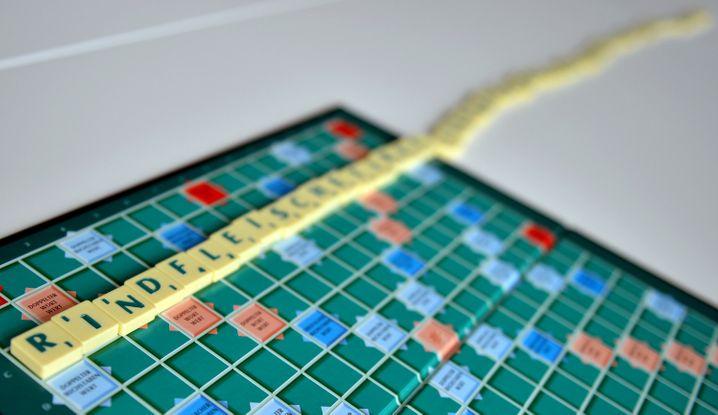 Rindfleischetikettierungsüberwachungsaufgabenübertragungsgesetz – 63 Buchstaben, gelegt beim »Scrabble«-Spiel