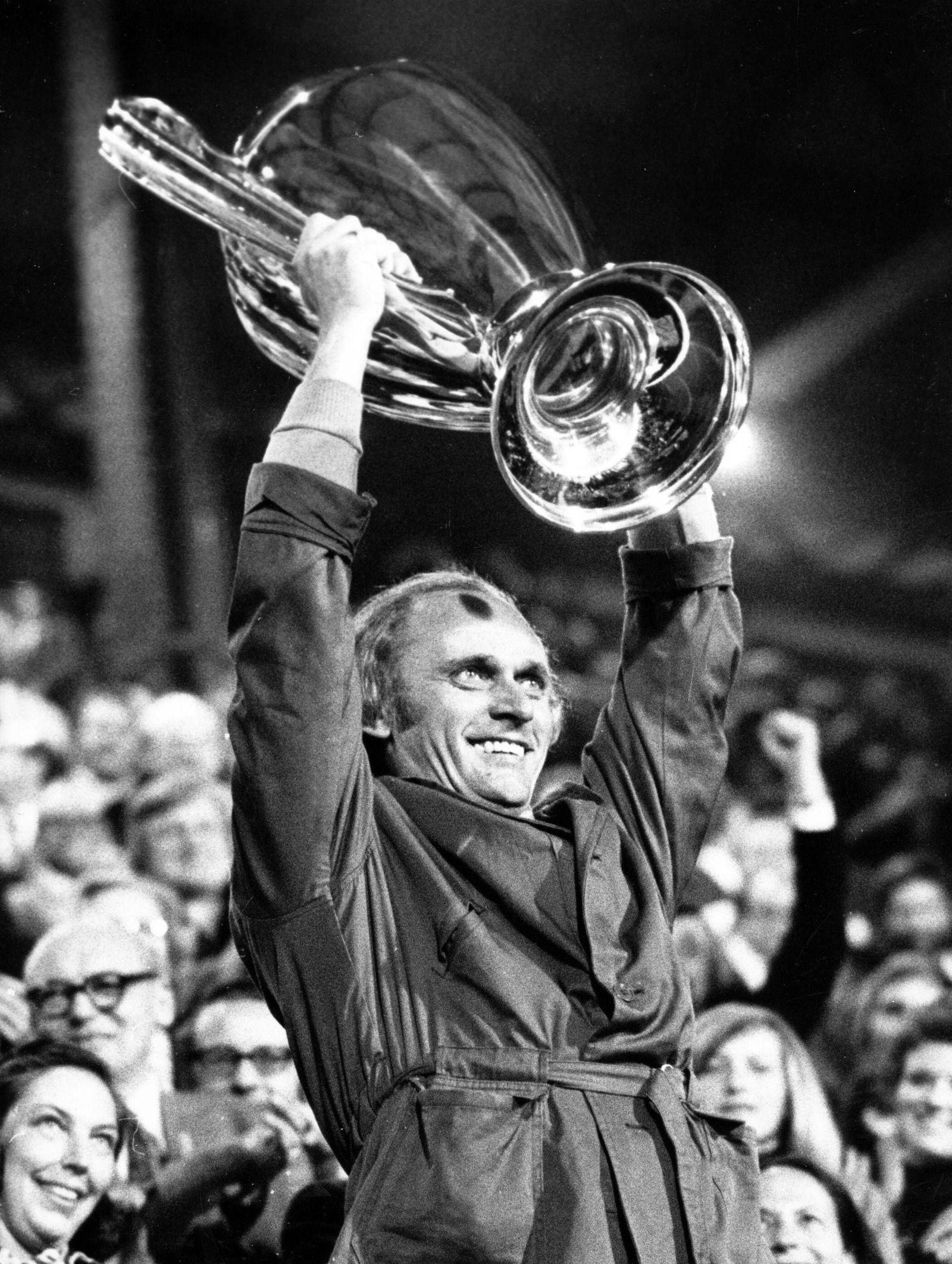 EINMALIGE VERWENDUNG Udo Lattek/ FC Bayern München/ 1974/ Europapokalsieger