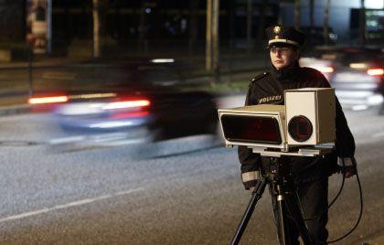 Verkehrskontrolle mit Kennzeichen-Scanner: Mittel gegen Kriminalität oder Eingriff in die Grundrechte?