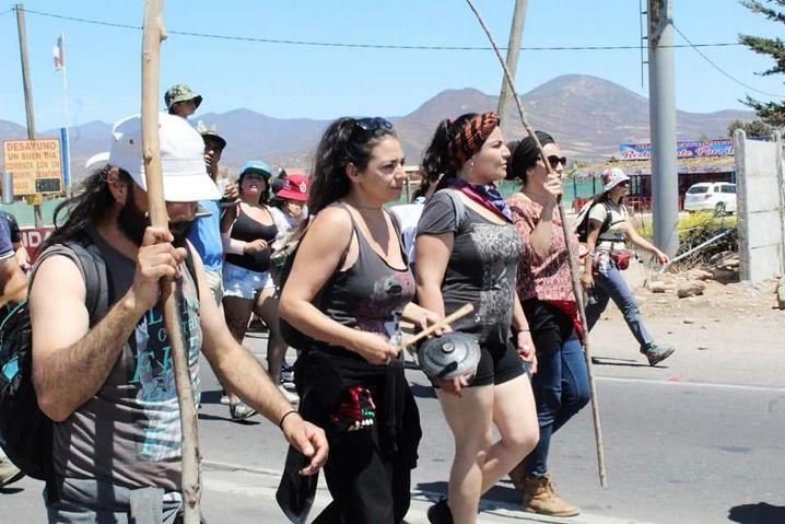 Paula Vásquez beim Protest in Vicuña (2. von rechts)