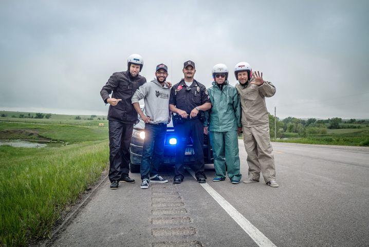 Gruppenfoto mit Cop