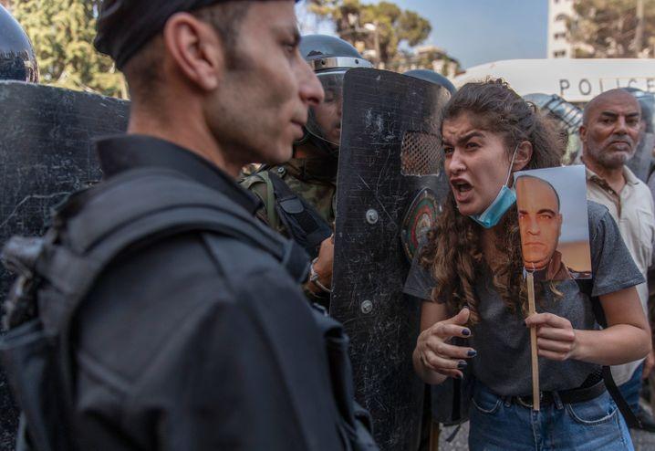 Polizisten blockierten Demonstranten am Donnerstag den Weg während eines Protestes in Ramallah