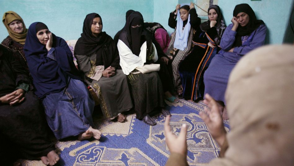 Aufklärungsarbeit in Ägypten: Frauenrechtlerinnen kämpfen gegen die Genitalverstümmelung