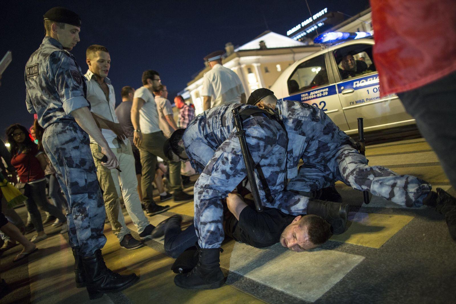 Russland/ Polizei/ Festnahme