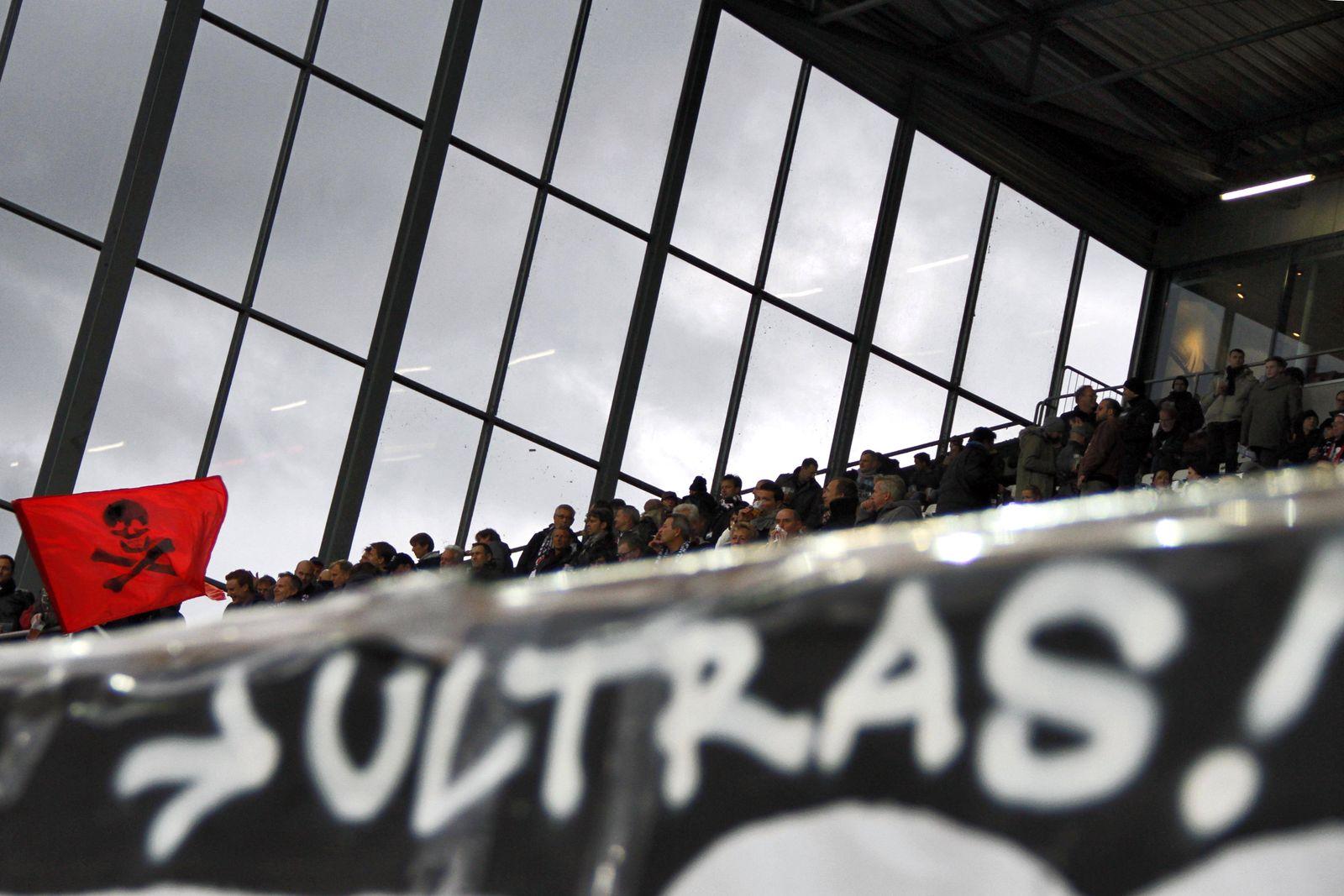 EINMALIGE VERWENDUNG St.Pauli / Südtribüne / Millerntor / Ultras