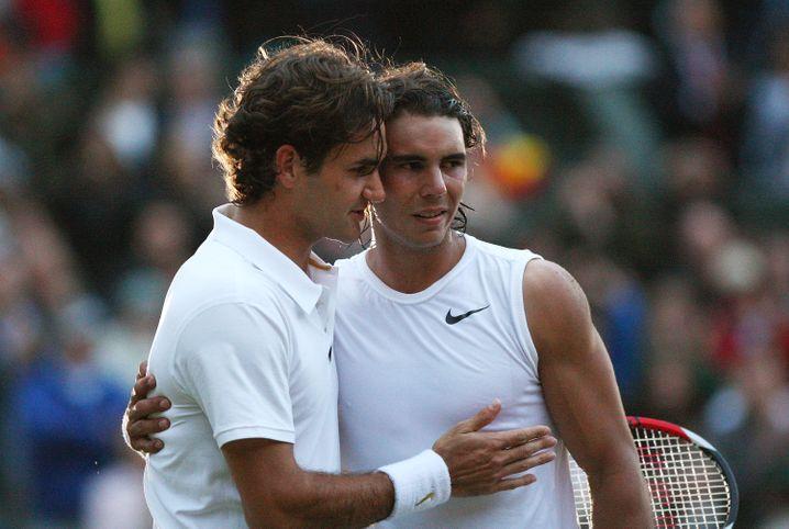 Eine ewige Rivalität: Roger Federer (l.) und Rafael Nadal im Jahr 2008