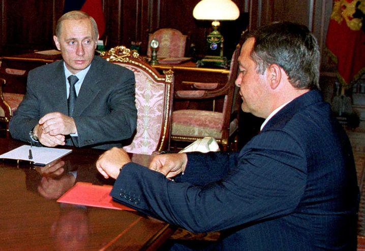 Neuer Präsident Putin, Strippenzieher Lesin, 2000