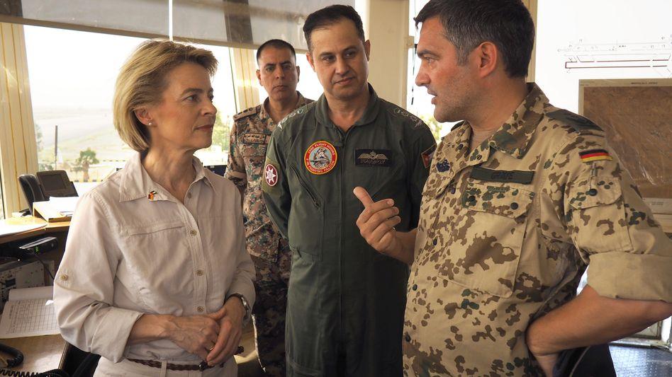 Ursula von der Leyen (CDU) bei einem Besuch in Jordanien
